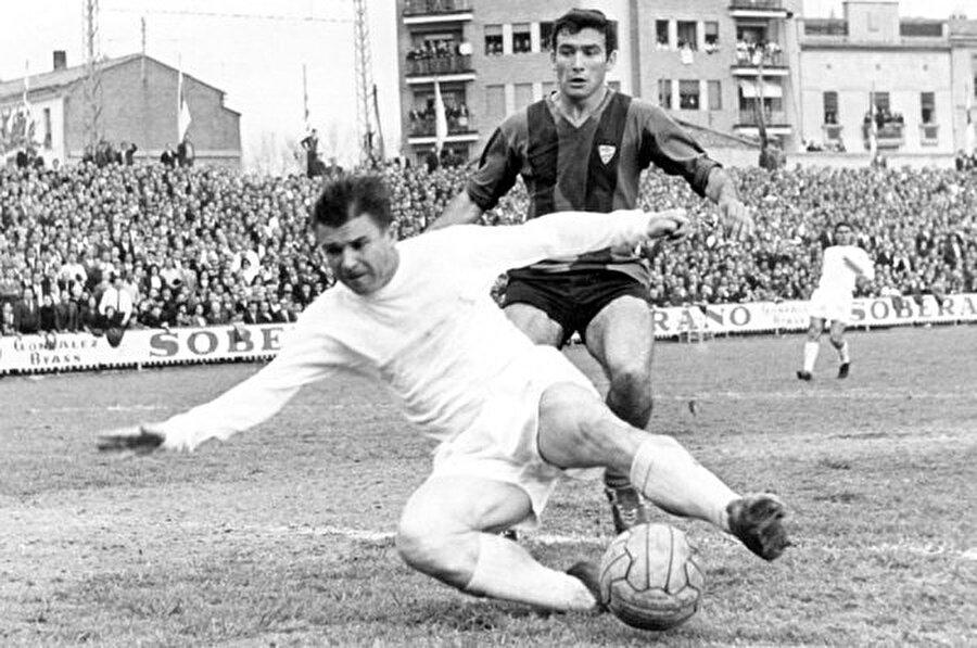 Puskas, 1958'de Real Madrid'e imza attı. Böylelikle Puskas, kariyerinde harika bir sayfa açtı. 1966'ya kadar yani 8 yıl Real Madrid'te forma giyen Puskas 182 maçta 157 gol attı.