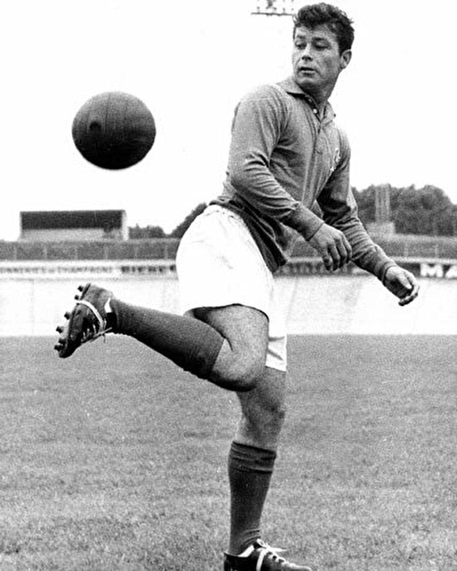 Kariyerine birçok kupa sığdıran Fontaine, 1961 yılında talihsiz bir sakatlık yaşadı. Öyle ki bu sakatlık Fontaine'nin kariyerine nokta koymasına neden oldu.