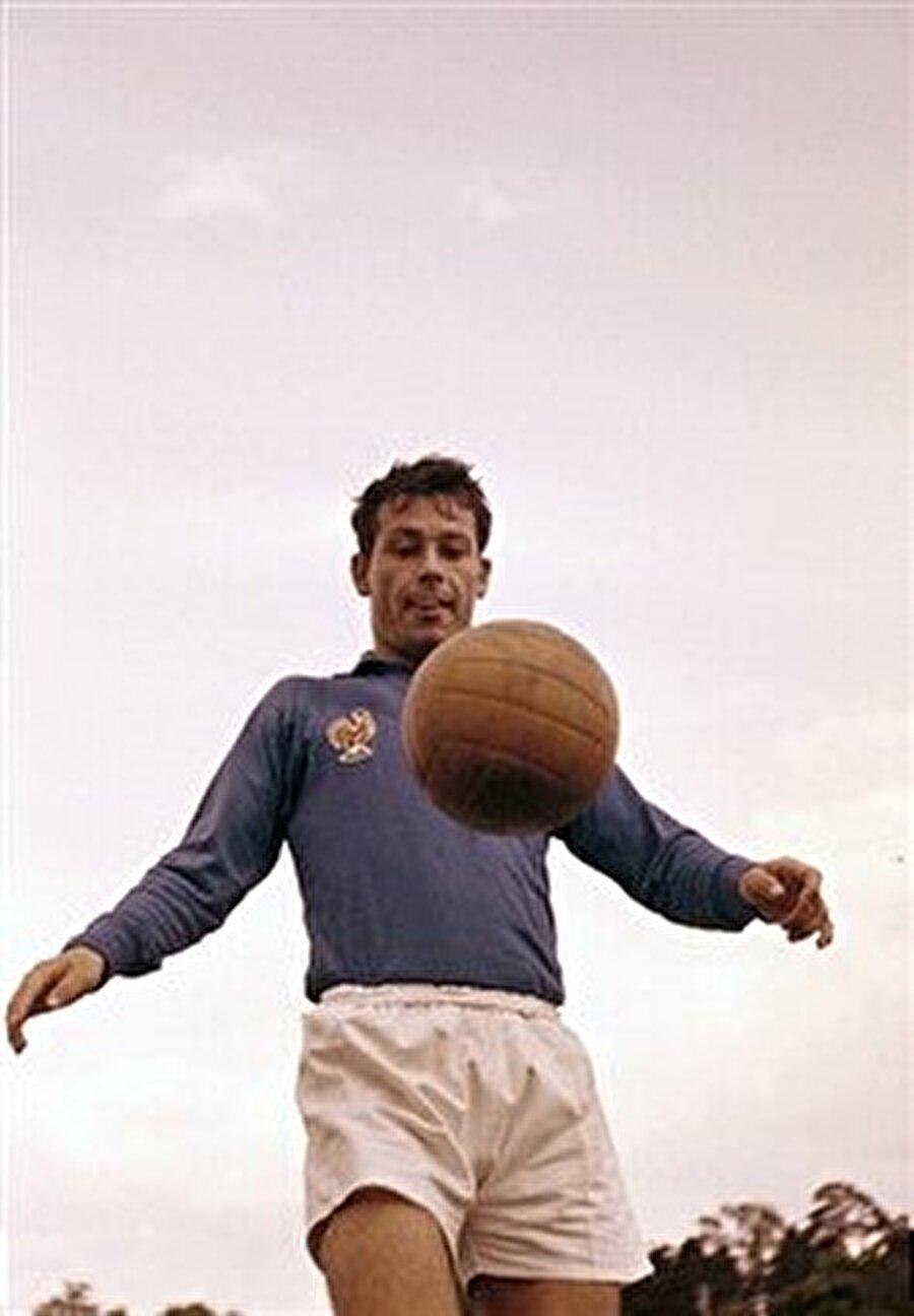 Ünlü futbol adamı 1967 yılında Fransa Milli Takımı'nın başına geçti.