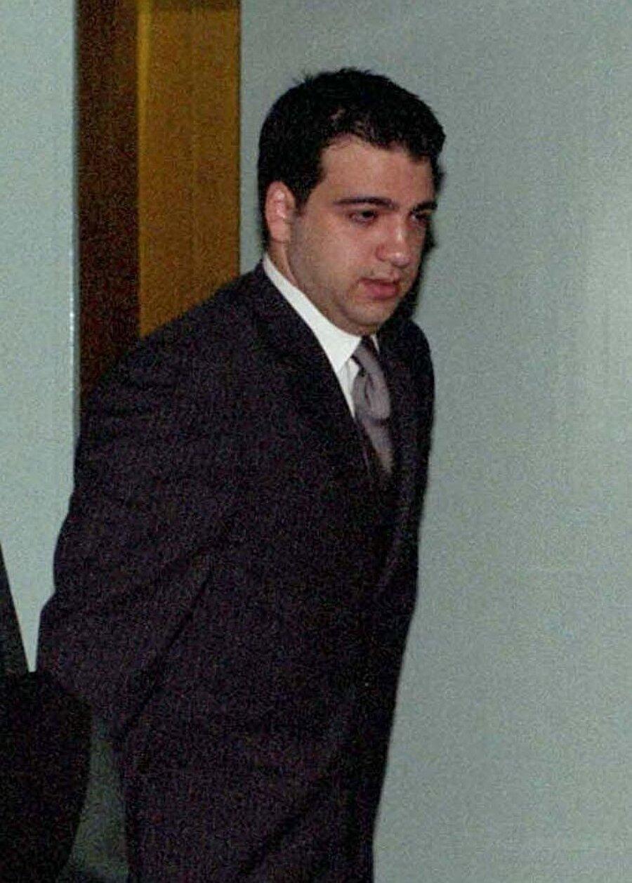 Mesut Yılmaz'ın oğlu hayatını kaybetti                                       Eski Başbakan Mesut Yılmaz'ın oğlu Yavuz Yılmaz hayatını kaybetti. Yılmaz'ın evinde silahla vurulmuş halde bulunması üzerine, olay yerine polis ve sağlık ekipleri sevk edildi. İçişleri Bakanı Soylu, olayla ilgili incelemelerin sürdüğünü açıkladı.