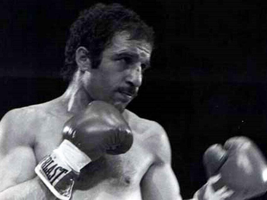 Sporsuz bir hayatı düşünemeyen Kamacı, futbolun ardından boksa başladı.