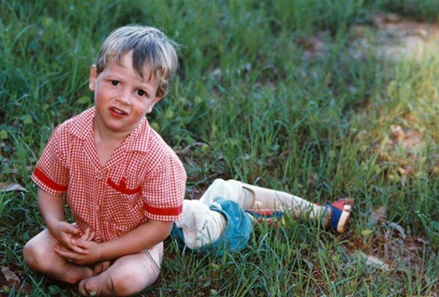 Ailesinin yönlendirmesiyle Pistorius küçük yaşlardan itibaren sporla ilgilenmeye başladı. Rugby, su topu ve tenis oynayan Pistorius son olarak atletizm de karar kıldı.