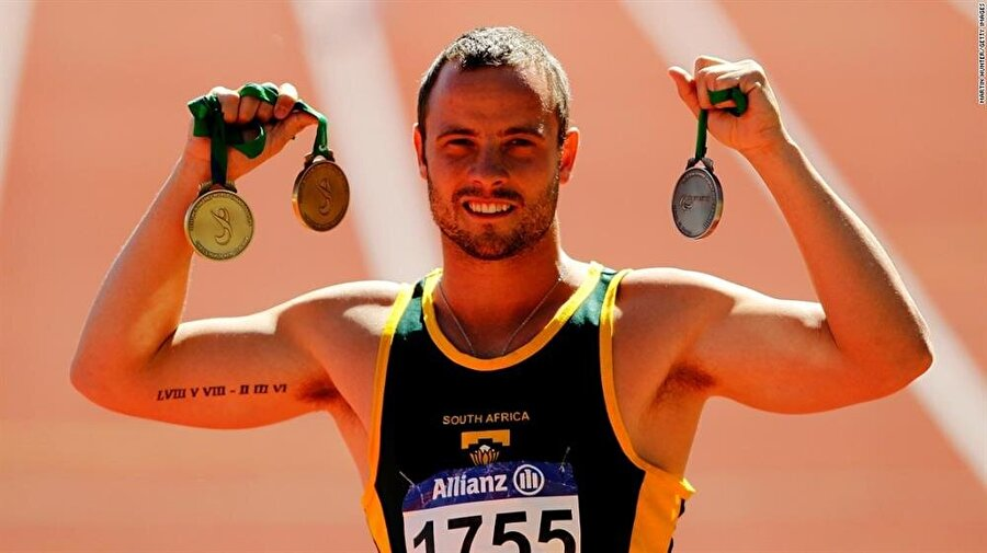 Pekin 2008 Paralimpik Oyunları'nda mücadele eden Pistorius 100 ve 400 metrede altın madalya kazandı.
