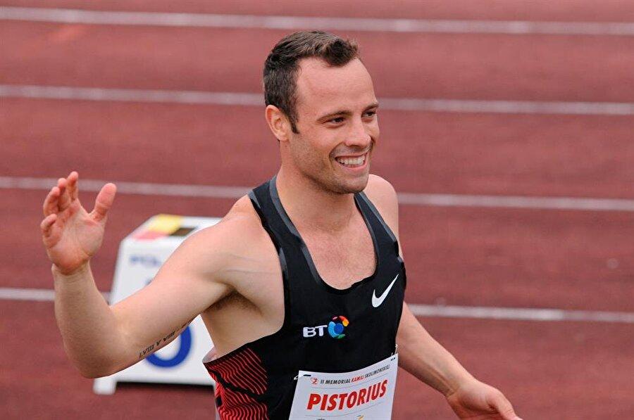 Blade Runner ve Oz lakaplarına sahip olan Pistorius, olimpiyatlara götürülmemenin acısını dünya şampiyonasında çıkarmak istiyordu. Pistorius, 19 Temmuz 2011'de 400 metrede 45.07'lik derece elde etti. Bu dereceyle dikkatleri üzerine çeken Pistorius hedeflediği gibi dünya şampiyonasına gitti. Dünya şampiyonasında 400 metrede Pistorius 45.39'lık derecesiyle üçüncü oldu ve finale kaldı.
