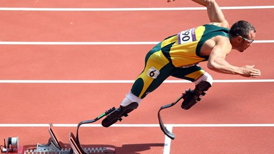 Olimpiyat Oyunları'nın ardından Paralimpik Oyunları'na katılan Pistorius burada büyük bir başarı elde etti. 2012 Paralimpik Oyunları'nda Oscar Pistorius 21.52'lik dereceyle gümüş madalyanın sahibi oldu.