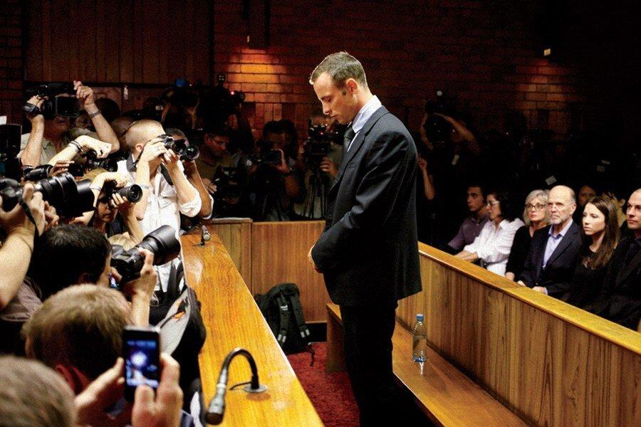 Olayın ardından tutuklanan Pistorius, dört gün sonra kefaletle serbest bırakıldı. Pistoriuso dönemde, eve hırsız girdiğini düşündüğünü ve bu nedenle silahına sarıldığını açıkladı.