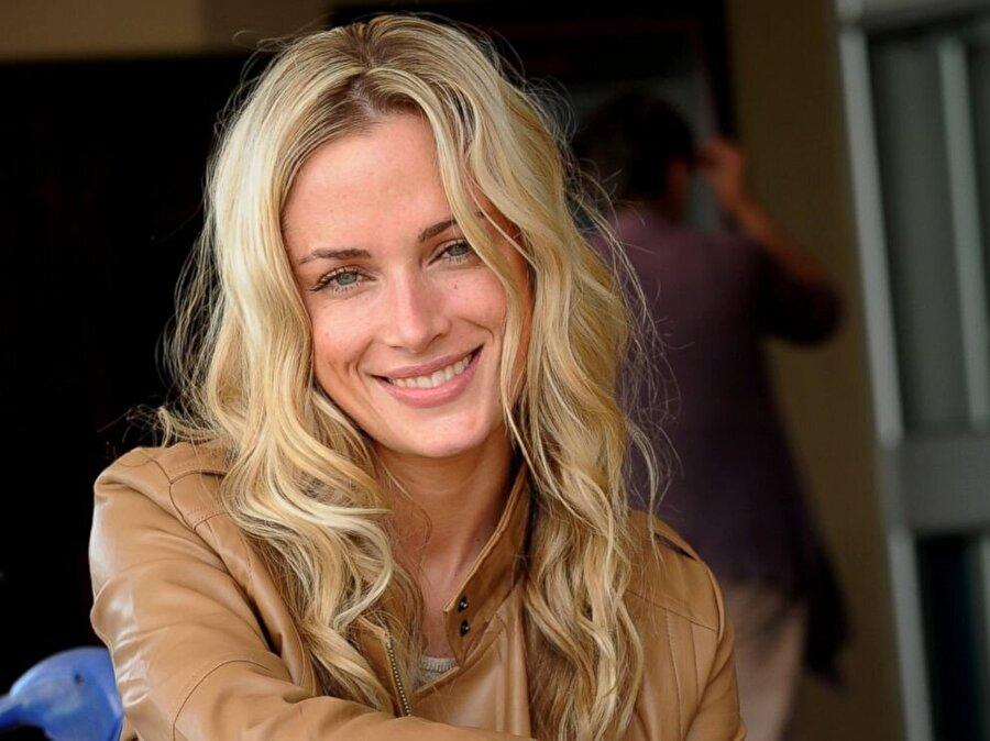 Pistorius, 14 Şubat 2013'te kız arkadaşı Reeve Steenkamp'ı öldürdü.