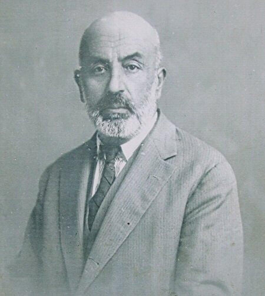 Baytar, şair, yazar, hafız, alim ve siyasetçiydi.