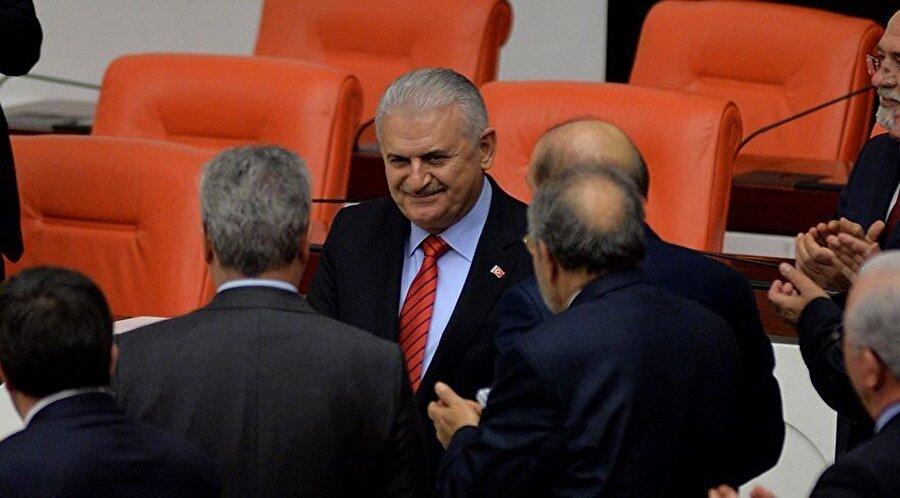 'Üç dönem kuralı'nın esnetilmesinden sonra tekrar meclise giren Yıldırım, yeniden Ulaştırma Bakanı oldu.