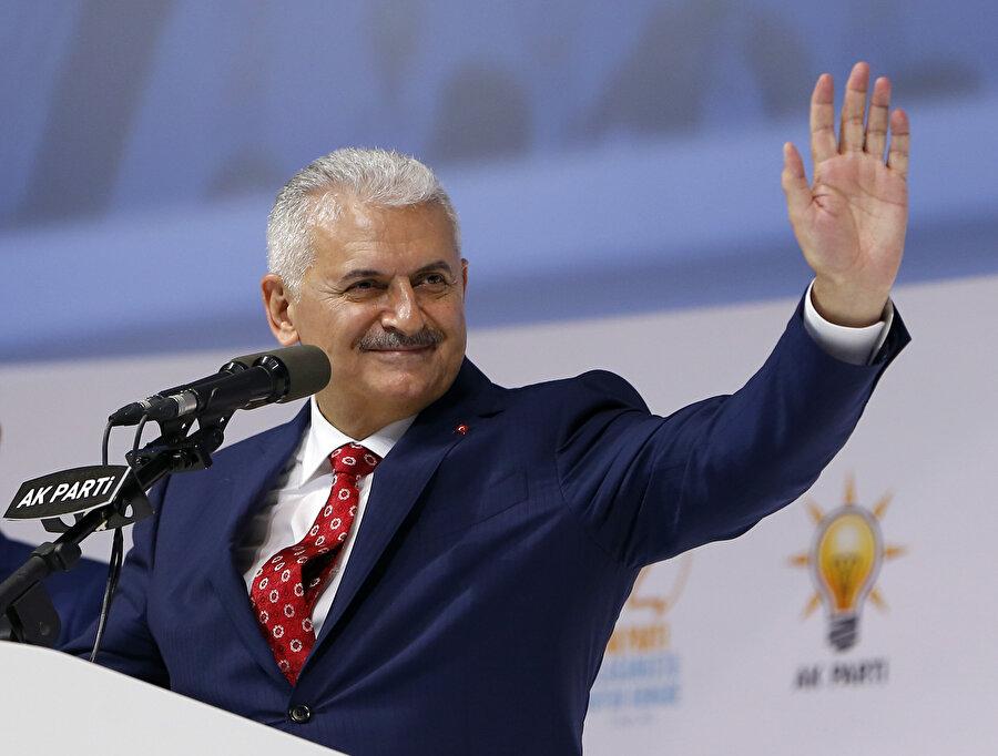 2016 yılında Ahmet Davutoğlu'nun istifası üzerine toplanan olağanüstü kongrede partini genel başkanı seçildi ve Başbakan oldu.