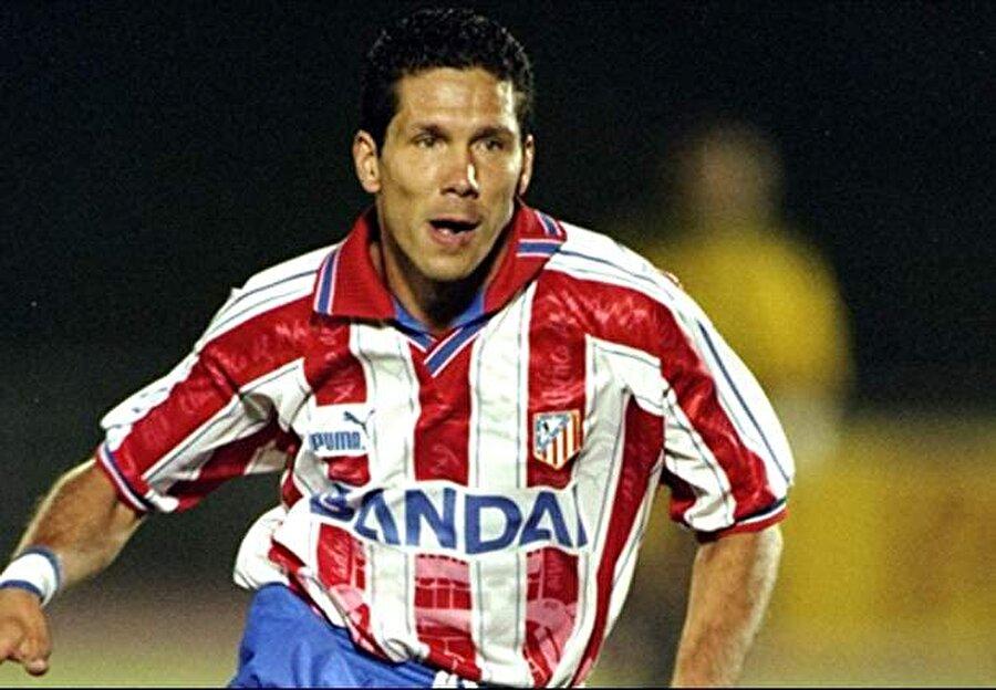 Simeone, 1994 yılında ise Atletico Madrid'e imza attı. İspanya'nın köklü kulüplerinden biri olan Atletico ile 98 maça çıkan Simeone 21 kez fileleri sarstı.