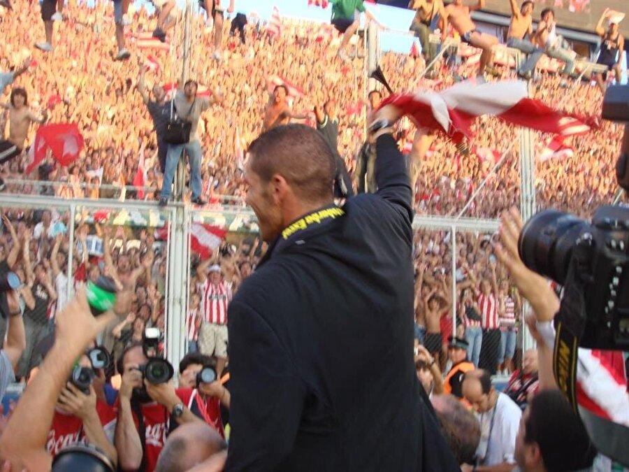2006 yılında futbolu bıraktığı Racing'in teknik direktörlüğüne getirilen Simeone kısa bir süre sonra Estudiantes'in başına geçti.