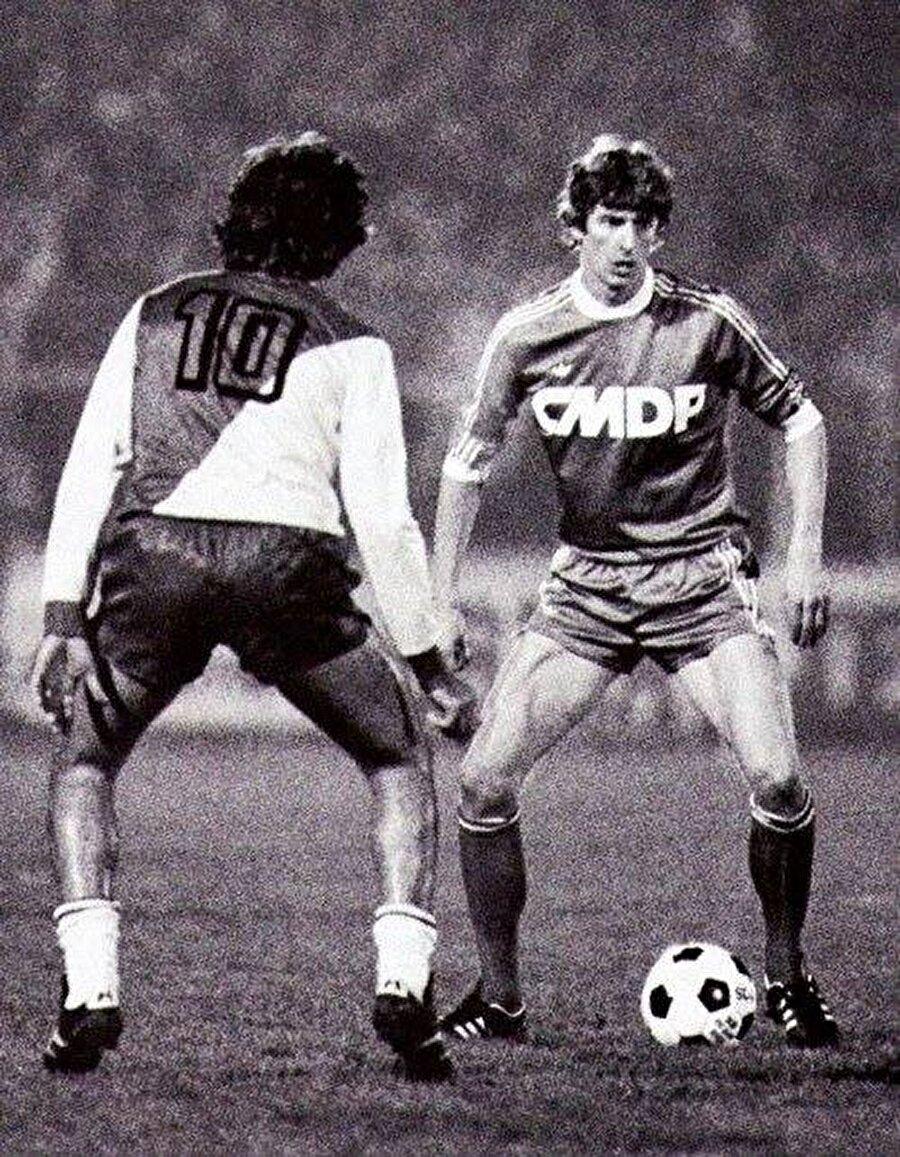 1978 yılında Wenger, Ligue 1 ekibi Strazburg'a imza attı. Wenger buradaki ilk yılında lig şampiyonluğu başarısı yaşadı. Ancak Wenger, Strazburg'un şampiyon olduğu sene yalnızca takımıyla üç maça çıktı.