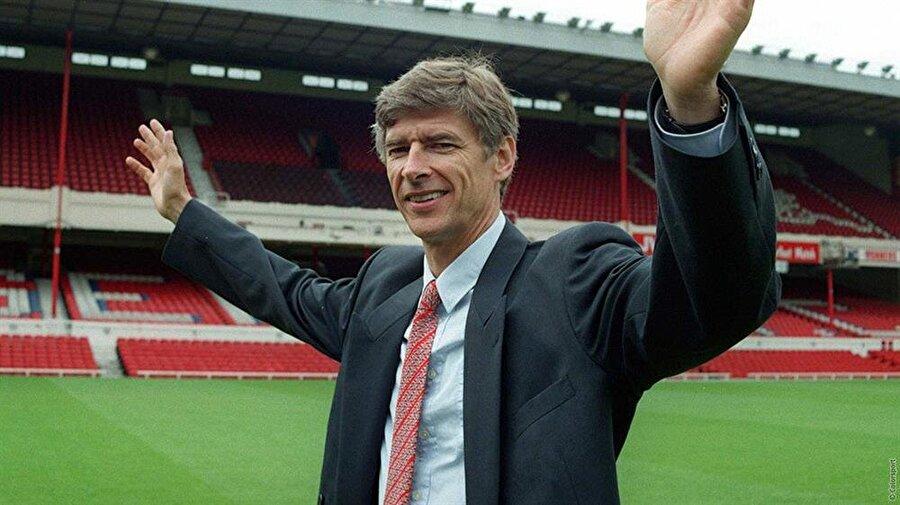 Takvimler 1 Ekim 1996'yı gösterdiğinde Arsene Wenger efsaneleşeceği Arsenal'e imza attı.