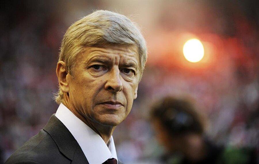 Wenger yaptığı açıklama ile sezon sonunda görevinden ayrılacağını açıkladı. Böylelikle haziran ayında Arsenal'deki 22 yıllık Wenger dönemi sona erecek.