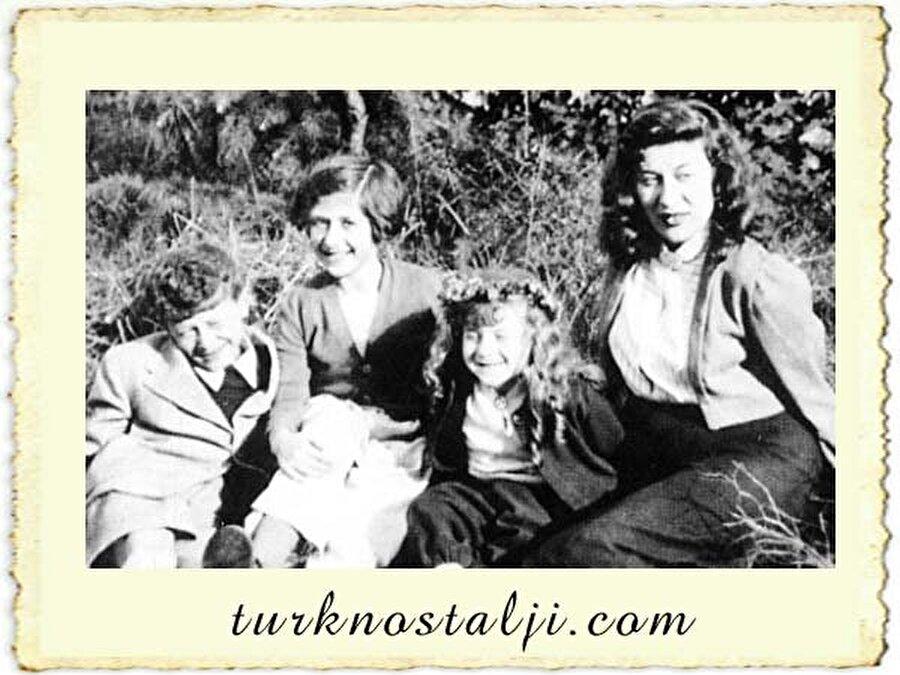 30 Kasım 1945 tarihinde Erman ailesinin ortanca kızı olarak dünyaya geldi.