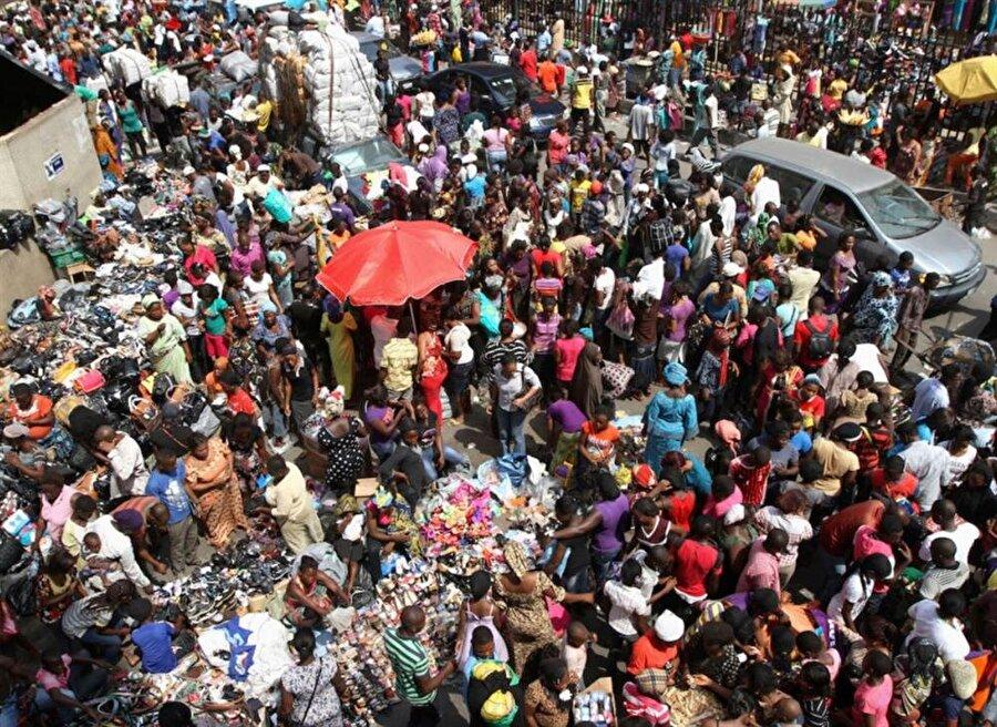 Nijerya, 200 milyona yakın nüfusu ile Afrika'nın en kalabalık birinci, dünyanın da yedinci ülkesi.
