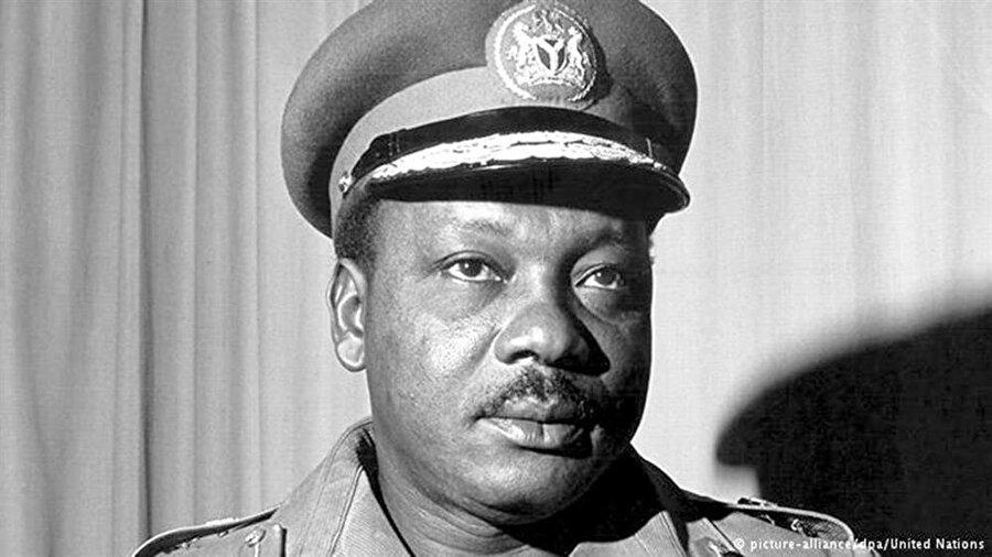 Cuntacı General Johnson Aguiyi-Ironsi, 6 ay sonra başka bir darbe ile devrildi.