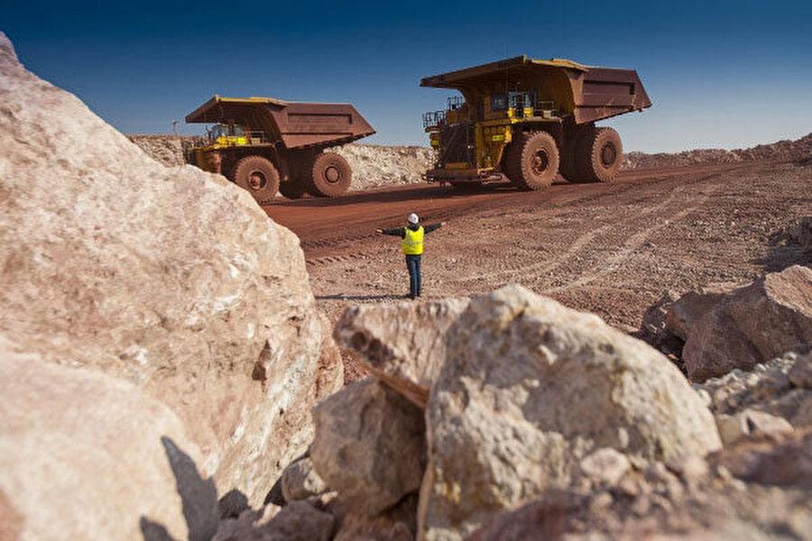 2008'den bu yana reform gerçekleştirmeye çalışan ülke, maden bakımın çok zengin. Petrol ve doğalgaz dışında kalay, demir, kömür, kurşun ve çinko gibi madenler çıkarılıyor.