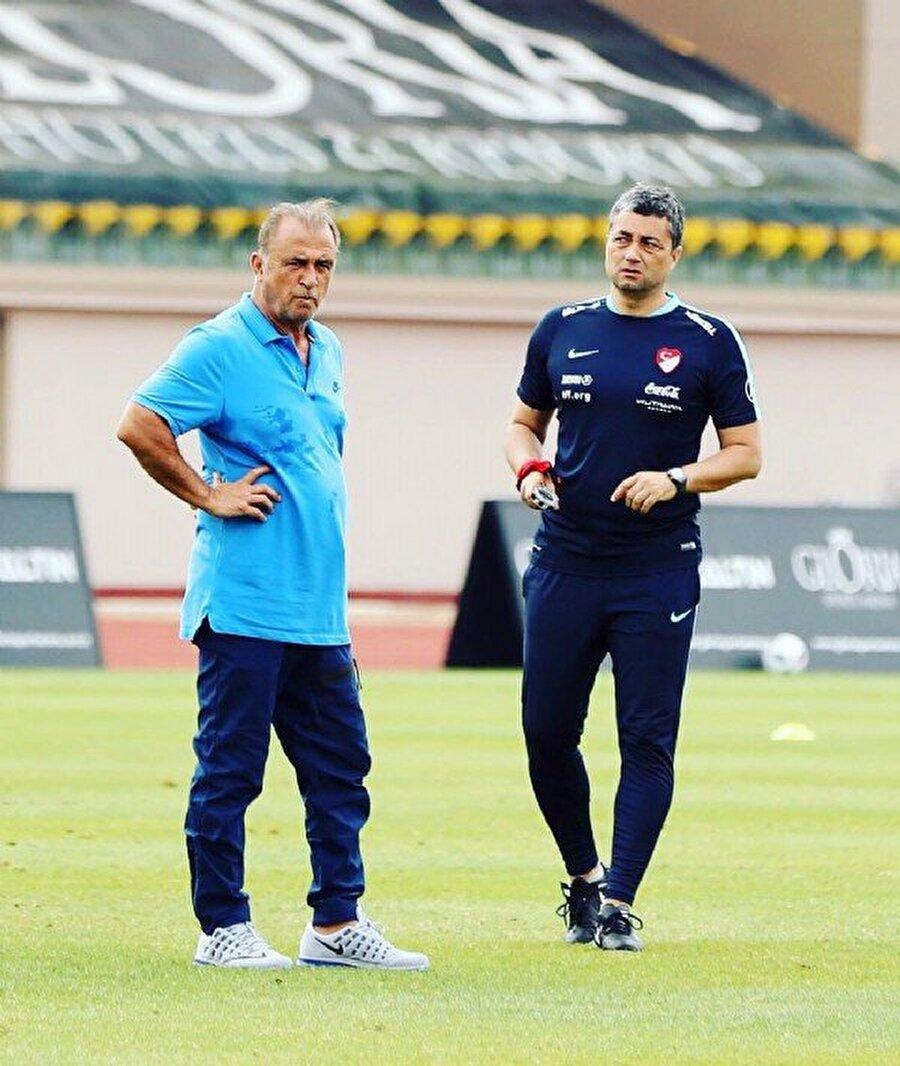 10:06 l Deneyimli teknik adamın milli takımda yardımcılığını yapan Levent Şahin de Florya'da görüntülendi.