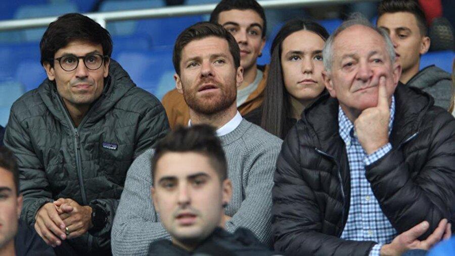 Xabi ve Periko Alonso                                      1953 yılında dünyaya gelen Pablo Alonso, İspanya'nın önemli orta saha oyuncularından biridir. 1982-83 yıllarında Barcelona'da forma giyen Alonso 1988'de Sabadell'de emekli oldu. Son olarak Real Sociedad'ı çalıştıran Alonso'nun oğlu da yakından tanıdığımız bir isim. Liverpool ve Real Madrid'te uzun yıllar forma giyen Xabi Alonso geride bıraktığımız temmuz ayında emekli oldu.