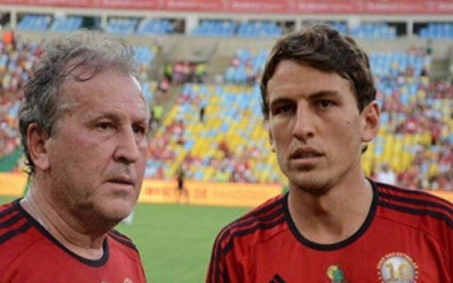 Arthur Zico ve Thiago Coimbra                                      Beyaz Pele lakaplı Arthurn Zico, Brezilya futbolunun yetiştirdiği en önemli isimlerdendir. 2006-2008 yılları arasında Fenerbahçe'yi çalıştıran Zico'nun oğlu da bir futbolcu. 34 yaşındaki Thiago Coimbra, Brezilya'nın Boavista Sport kulübünde forma giyiyor.