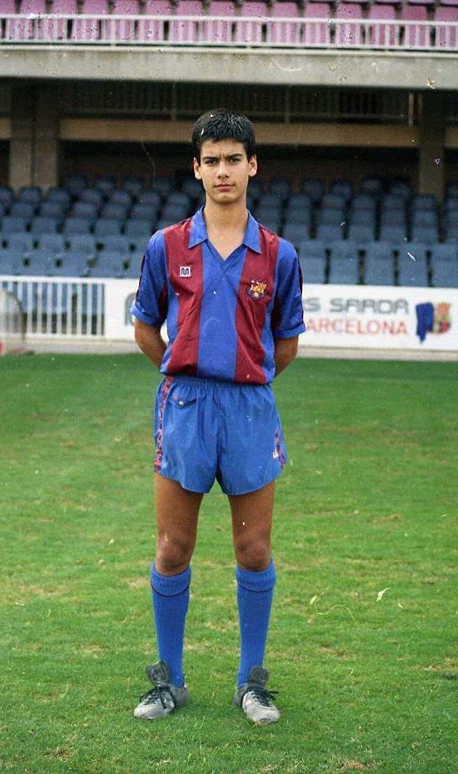 Küçük yaşta futbola merak saran Guardiola, Gimnàstic de Manresa takımında amatör kariyerine başladı. Guardiola henüz 13 yaşındayken Barcelona altyapısına transfer oldu.