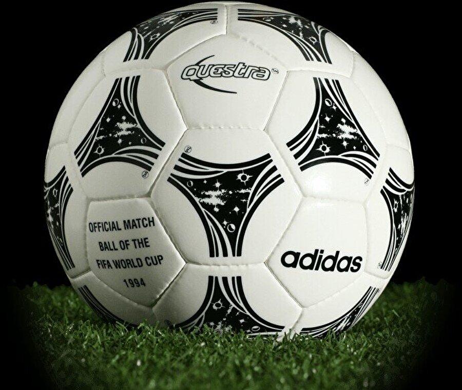 1994-Amerika Birleşik Devletleri 1994 Dünya Kupası, ABD'de düzenlendi. 24 takımın katıldığı ve 141 golün atıldığı turnuvada Brezilya şampiyon oldu.
