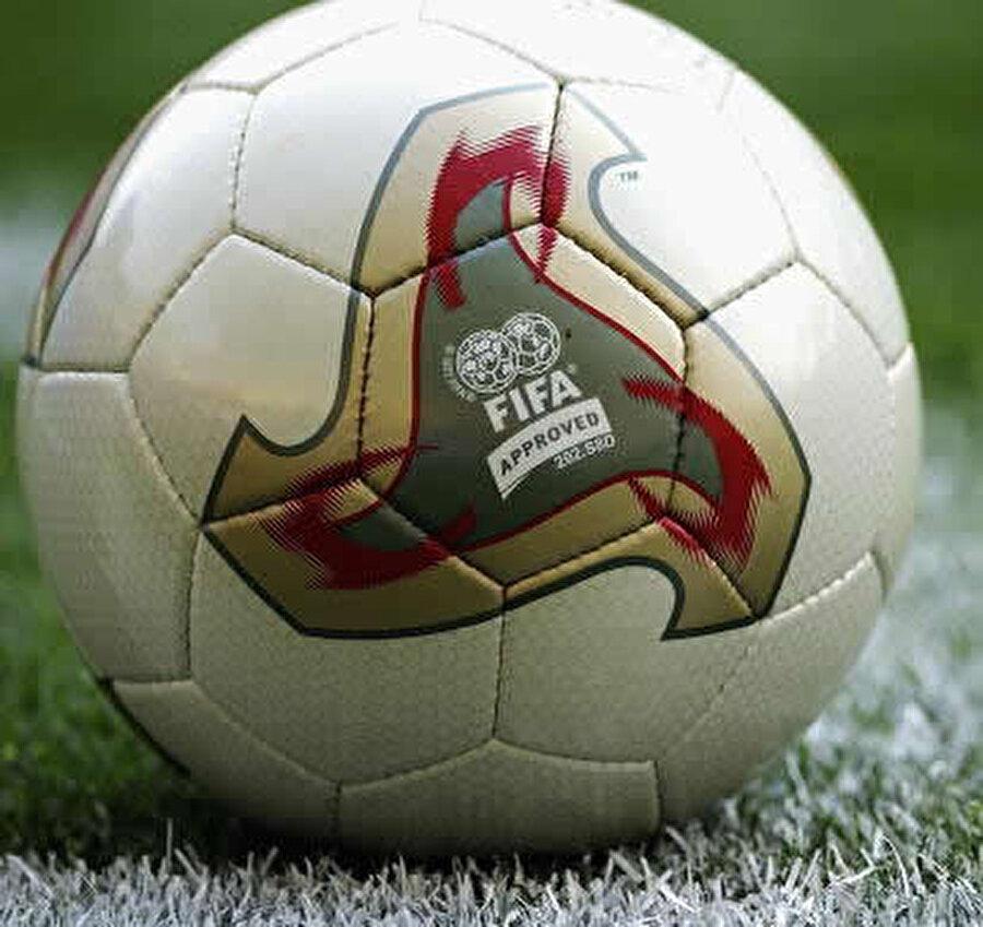 2002-Japonya & Güney Kore Türkiye'nin üçüncü olduğu 2002 Dünya Kupası'nda şampiyonluğa Brezilya ulaştı.