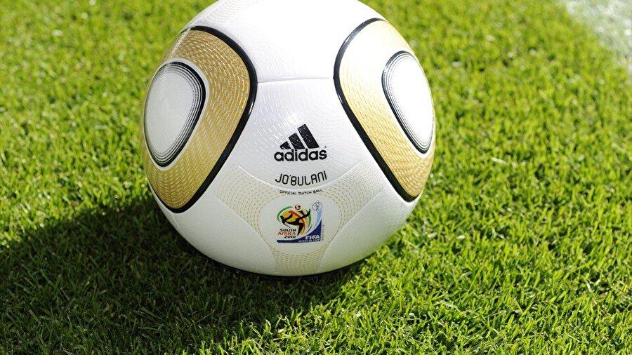 2010-Güney Afrika Vuvuzela isimli çalgının hayatımıza girdiği 2010 Dünya Kupası, Güney Afrika'da gerçekleştirildi. 32 takımın katıldığı turnuvada şampiyonluğa İspanya ulaştı.