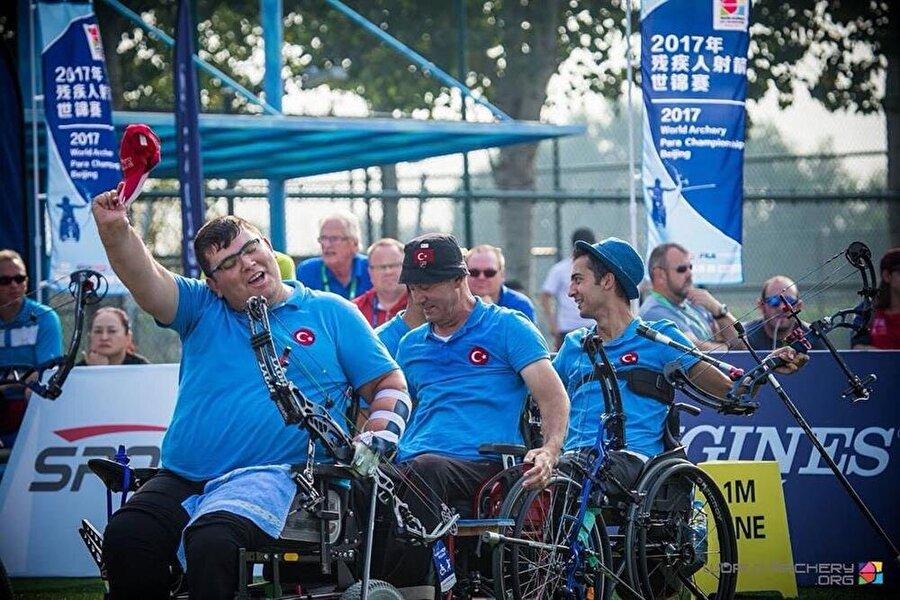 2 rekor kırarak dünya şampiyonluğuna ulaşan Paralimpik Okçuluk Milli Takımımızın sevinci.