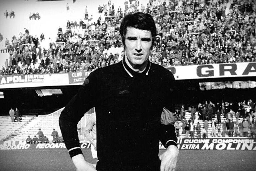 İkinci Dünya Savaşı'nın tozu dumana kattığı 1942 yılında tarlalarda çalışan bir babanın oğlu olarak Udinese'ye bağlı Mariano del Friuli'de dünyaya geldi.