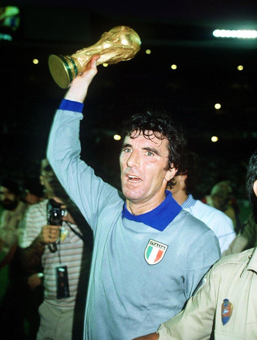 İtalya Milli Takımı ile 1982 Dünya Kupası'nı kazandığında 40 yaşını devirmişti.