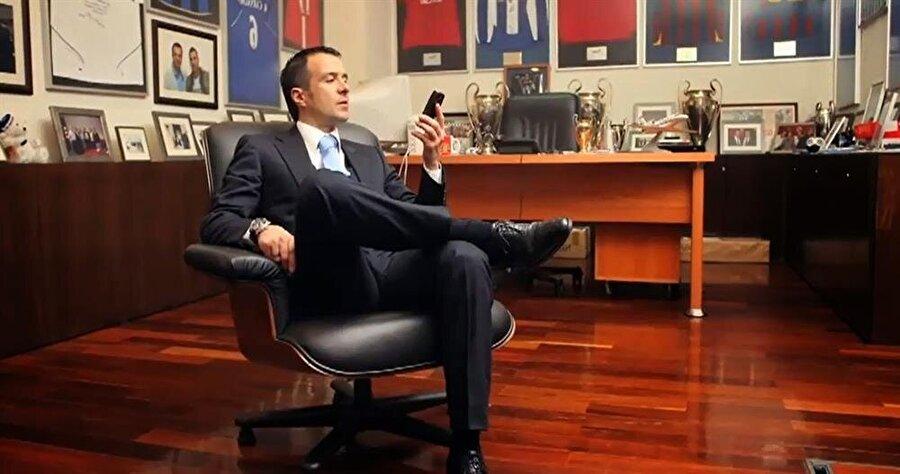Cristiano Ronaldo, Jose Mourinho ve birçok dünya yıldızının menajerliğini yapan Mendes, menajerlik hayatı boyunca toplamda yaklaşık olarak 2 milyar avroluk transfere imza attı.