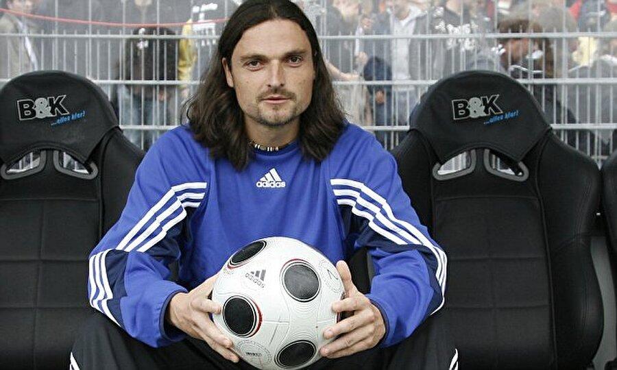 1988-1989 sezonunda Bayern Münih altyapısında oynayan Pfannenstiel, 1991'de profesyonel kariyerine Bad Kötzting'de adım attı.