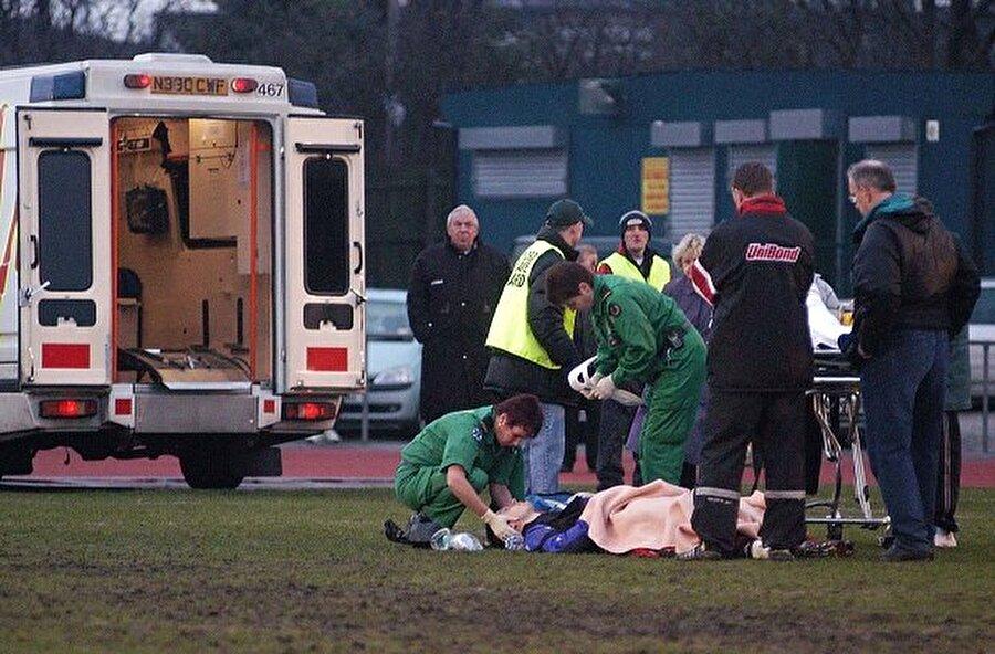 2002 yılında bir maçta akciğerlerine ciddi bir darbe alan Lutz Pfannenstiel sahada doktorların müdahalesiyle hayata tutundu.