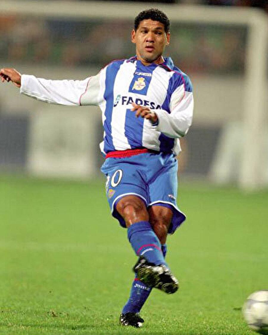 Yetenekli oyuncu 1993'te Deportivo La Coruna ile anlaştı. Donato, emekliye ayrılana kadar burada kaldı.