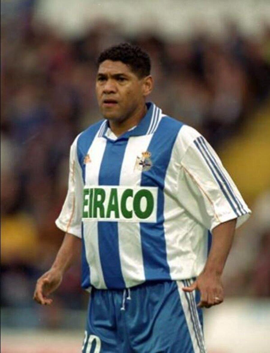 Deportivo formasıyla 303 maça çıkan Donato 38 kez fileleri havalandırdı.