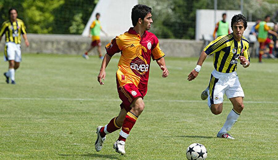 Arda, 12 yaşına geldiğinde Galatasaray'a imza attı. 5 yıl boyunca altyapıda forma giyen Arda Turan 2005 yılında A Takıma yükseldi.