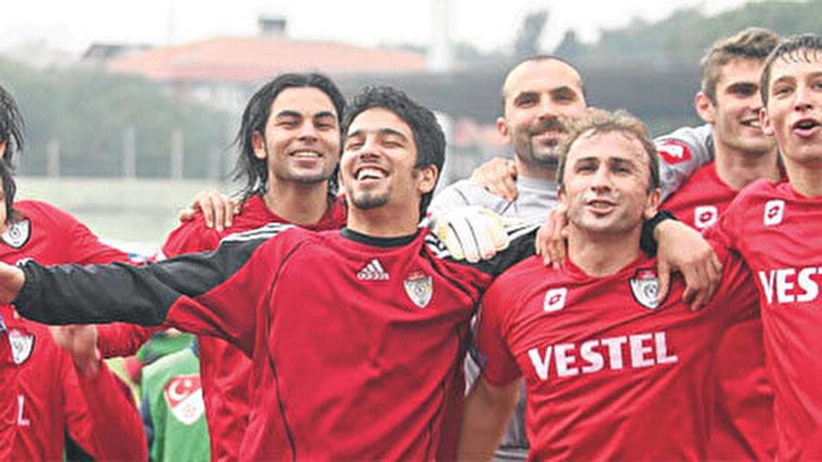 Geleceğin yıldızları arasında gösterilmeye başlanan Arda Turan 2005-2006 sezonunda Manisaspor'a kiralandı. Manisaspor formasıyla 15 maça çıkan Arda 2 gol atıp 2 asist yaptı.