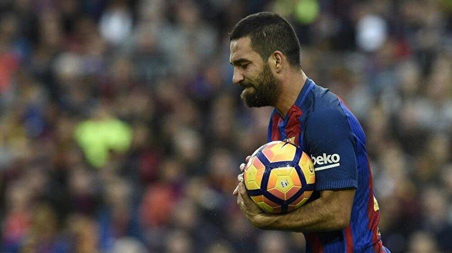 Teknik direktör Ernesto Valverde bu sezon Arda Turan'a bir türlü şans vermedi. Önceleri Arda Turan'ın sakatlığı bahane edilirken sonradan Valverde'nin milli futbolcuyu takımında istemediği ortaya çıktı.