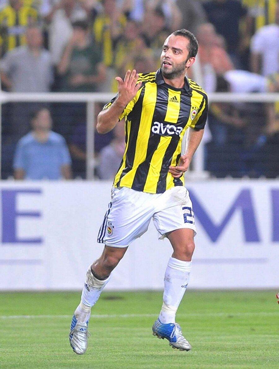 """Semih Şentürk Türk basınının """"Genç Semih"""" olarak ifade ettiği Semih Şentürk artık 34 yaşında. Yedek kulübesinden oyuna dahil olarak gol krallığı yaşayan Semih Şentürk, Fenerbahçe yıllarında en çok eleştirilen isimler arasındaydı."""