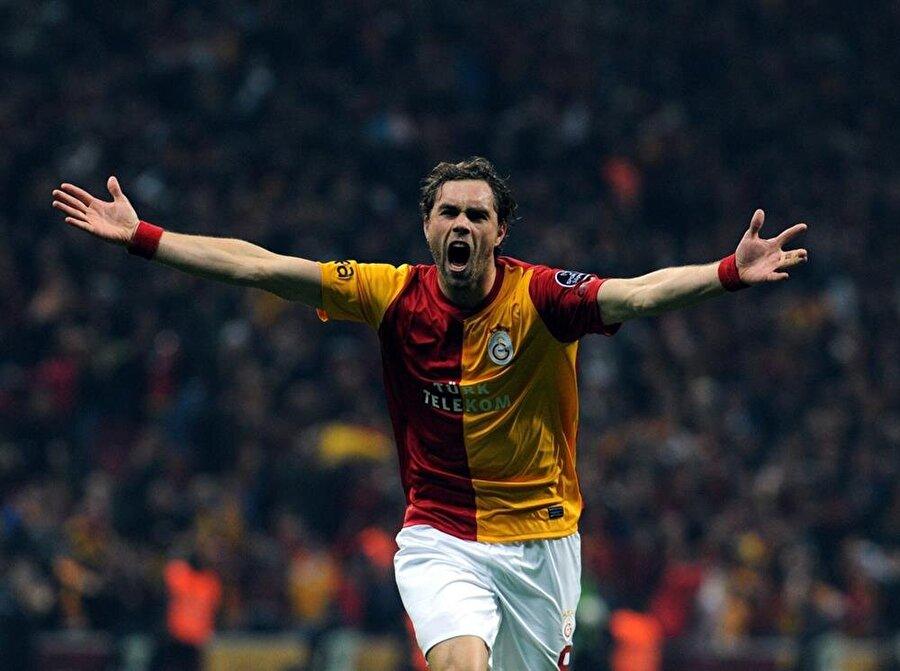 Johan Elmander Galatasaray ile 61 maça çıkıp 17 gol kaydeden Elmander'in yıldızı spor basınıyla bir türlü barışmadı. 36 yaşındaki futbolcu kariyerine kısa bir süre önce nokta koydu.