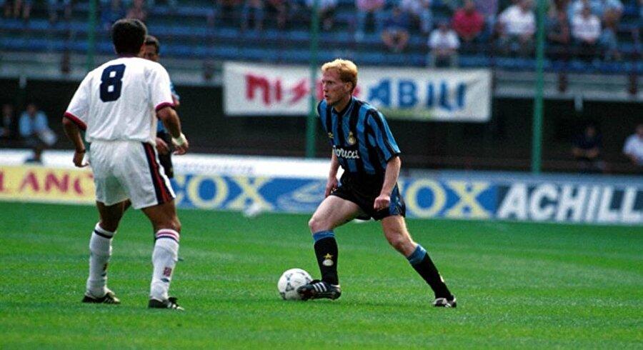 Matthias Sammer 1992 yılında 6 milyon Avro karşılığında Stuttgart'tan transfer edilen Matthias Sammer'e 1 sezon boyunca sadece 11 maçta forma şansı verildi. Sezon sonu zararına 4.25 milyon avro karşılığında Borussia Dortmund'a satılan Alman futbolcu, Dortmund'da efsane haline geldi.