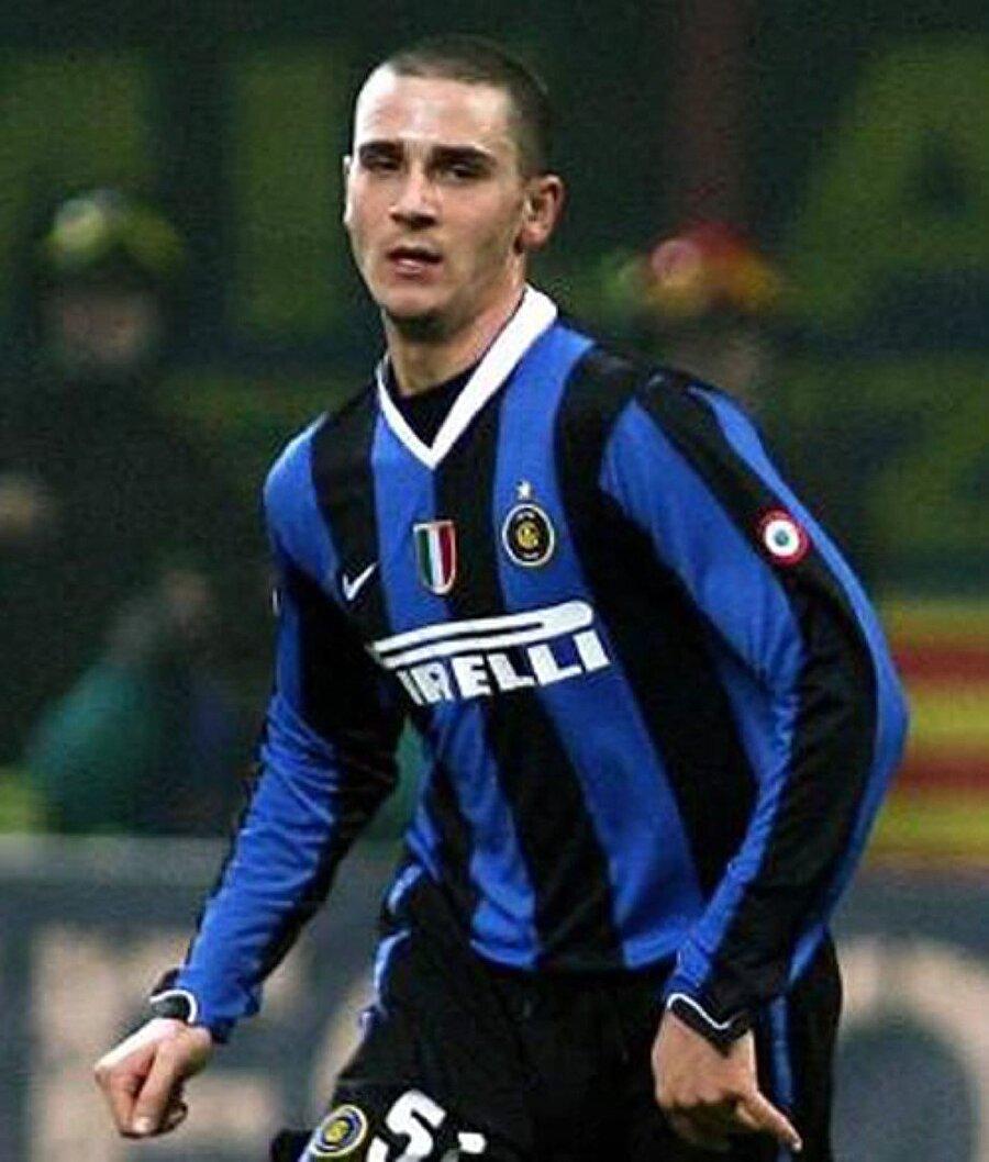 Leonardo Bonucci 2005 yılında Vitarbese adlı bir takımda keşfettiği Bonucci'yi 40 bin avroya transfer eden Inter, Bonucci'yi 2009 yılına kadar başka takımlara kiraladı. Sonunda da doğru dürüst forma şansı vermediği tecrübeli stoperi Genoa'ya 4 milyon avroya sattı. Bari'ye; Bari de Juventus'a sattı. Juventus da yıldız oyuncuyu bu sezonun başında 42 milyon euro'ya Milan'a sattı.