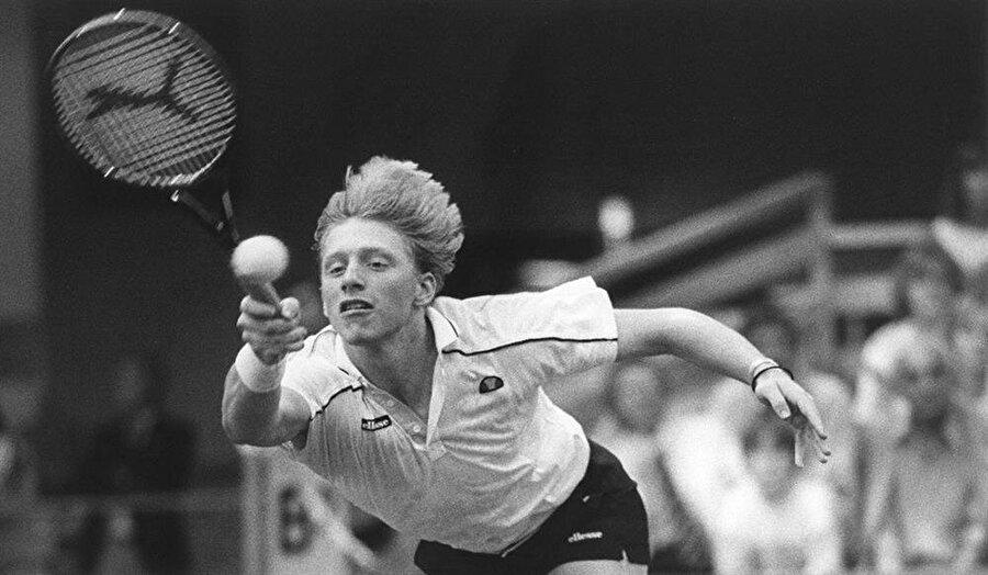Tam adı Boris Franz Becker olan efsane, tenis kariyerine mimar olan babasının çizdiği tenis tesislerinde başladı. 1984'te profesyonel oldu ve katıldığı ilk Wimbledon'da 3. tura yükseldi.