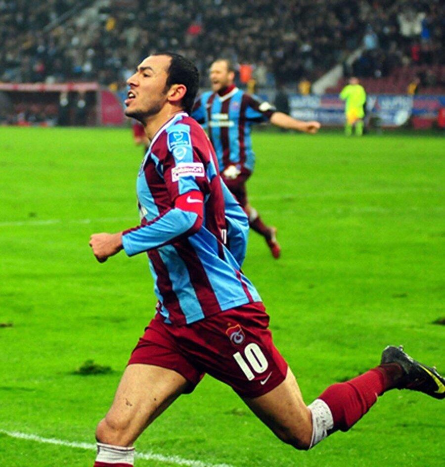 UMUT BULUT                                      2006-2007 sezonunda Ankaragücü'nden Trabzonspor'a transfer edilen Umut Bulut, 194 maçta 85 gol atarak, Şenol Güneş ile Avrupa'nın kapılarını araladı.     Fransız takımı Toulouse'ye transfer olan, burada 18 maçta forma şansı bulan Umut Bulut, 2012-2013 sezonunda kiralık olarak geldiği Galatasaray'da daha sonra sözleşme yaparak kariyerini sarı-kırmızılı takımda sürdürmeye başladı.