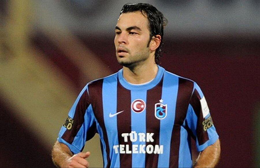 SELÇUK İNAN                                      Manisaspor'dan 2008-2009 sezonuda bordo-mavili takıma transfer olan Selçuk İnan, Trabzonspor'daki kariyerinde 113 maçın 109'unda ilk 11'de başlayarak, en uzun süre görev yapan futbolcuların başında geldi.     Özellikle 2010-2011 sezonunda görev aldığı maçlarda yaptığı asistlerle, takımın gol yollarındaki en etkili silahı olan Selçuk, Şenol Güneş yönetiminde kariyerinin zirvesine çıktı.      Sezon sonunda çok sayıda kulüpten teklif alan, bonservisi elinde bulunan başarılı oyuncu, 2011-2012 sezonu öncesinde Galatasaray'a transfer edildi.