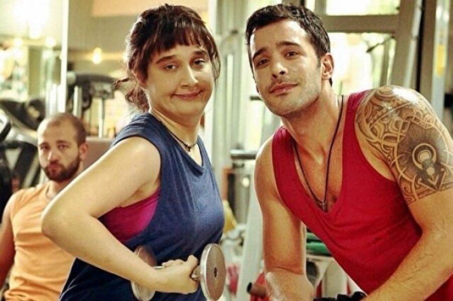 Deliha 2'de yok!                                      Sevgilisi Gupse Özay'ın Deliha filminin ilkinde rol alan Arduç, serinin 2. filminde ise rol almadı.