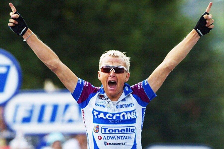 Darío Frigo                                      1973 doğumlu İtalyan bisikletçi Darío Frigo, 2005'te katıldığı Fransa Bisiklet Turu'nda büyük bir skandala imza attı. İtalyan sporcunun aracında uyuşturucu madde bulundu ve gözaltına alındı.